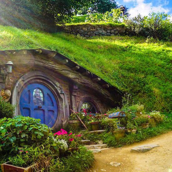 Hobbiton door