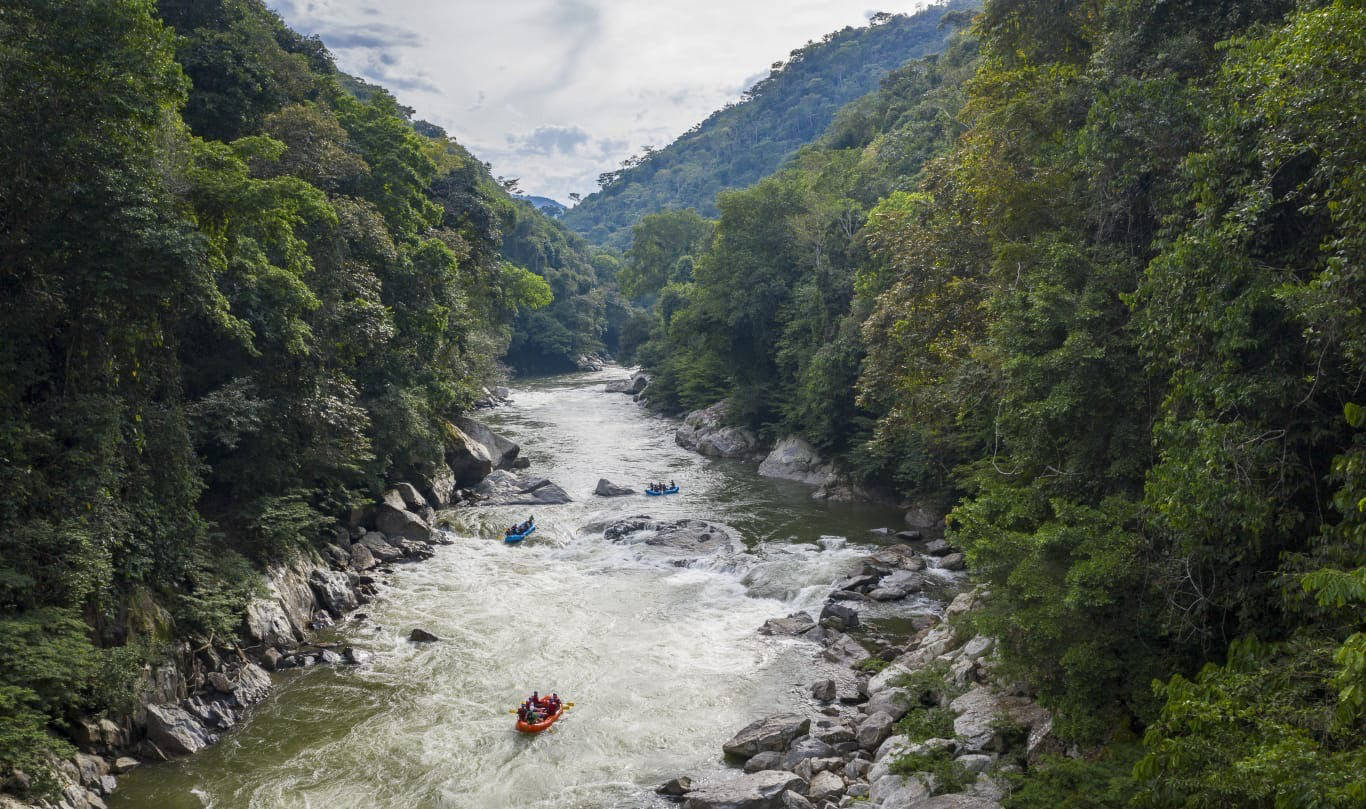 rafting through colombian jungle