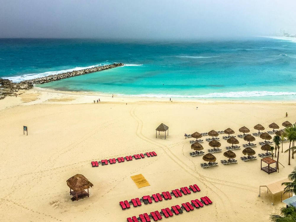 Beach and sea at Cancún