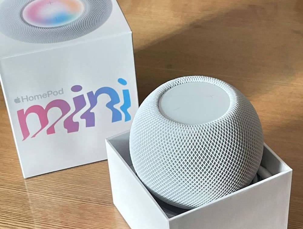 Apple HomePod Mini in box